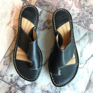 Born Leather Platform Thong Sandal NWOB Size 8